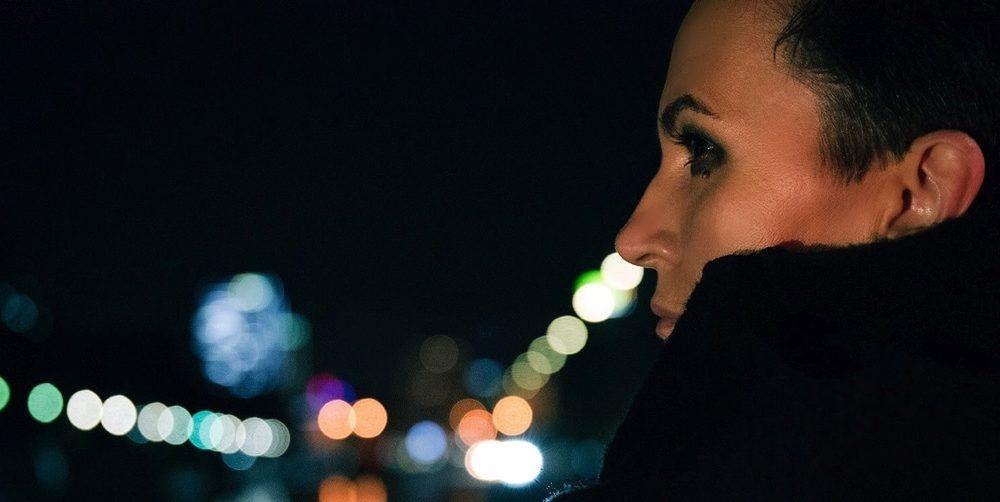 Amira Medunjanin, son hommage à la musique populaire yougoslave