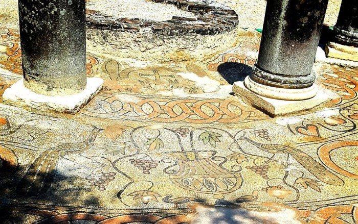 Découverte de la mosaïque paléochrétienne de Butrint